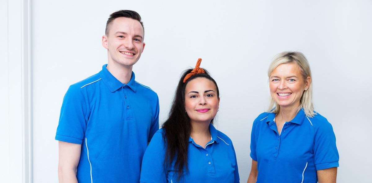 Tandlægerne Jacob og Stinne sammen med tandplejer Zena